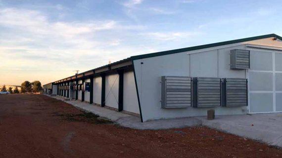 Construcci n de granjas av colas y naves de pollos de for Viveros albacete